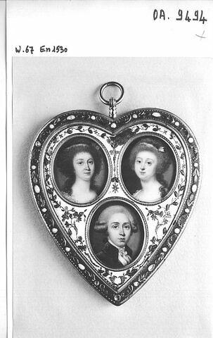 Médaillon en argent doré, orné de trois miniatures. France, fin XVIIIe. Legs comtesse de la Rupette, 1953