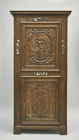 Petite armoire à décor de plaques de marbre