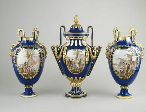 """Vase """"étrusque à cartels"""", d'une paire (OA 10256)"""