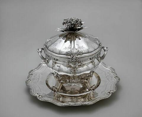 Pot à oille, d'une paire (OA 10367), avec son plateau et sa doublure