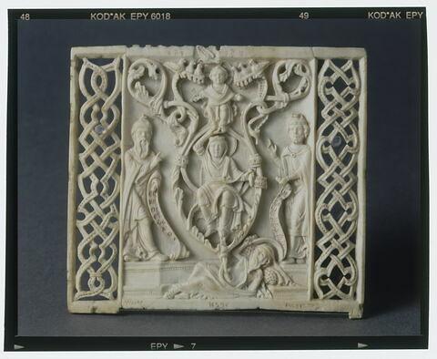 Plaque retaillée dans un peigne liturgique : l'arbre de Jessé