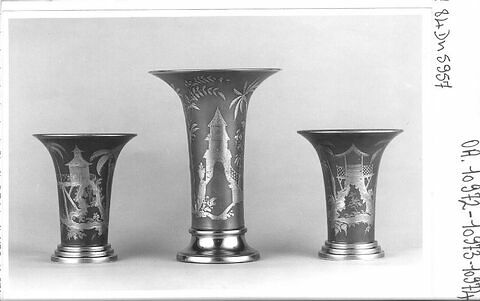 """Vase, d'un ensemble de trois, de type """"cornet"""""""