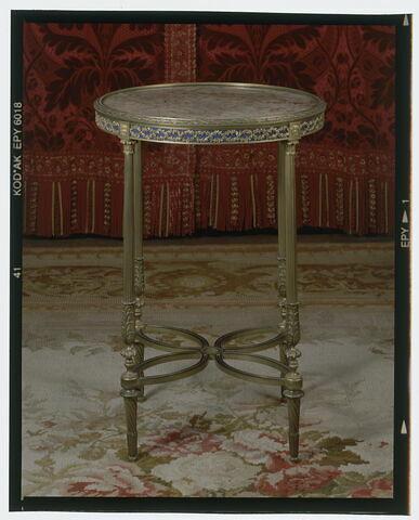 Guéridon en bronze doré de style Louis XVI.