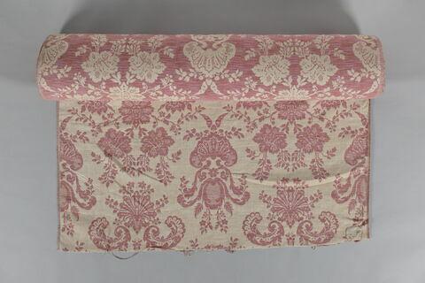 Tissu de lin à fond crème, décoré de vases et de fleurs stylisées roses.