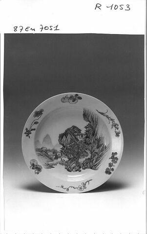 Assiette, porcelaine de Chine, coquille d'oeuf à revers rubis