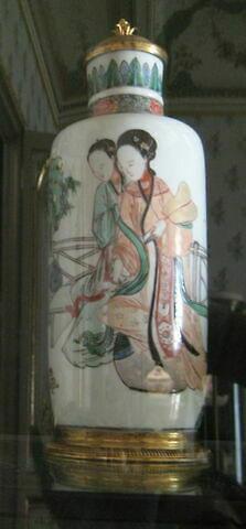 Vase cylindrique à couvercle, d'une paire (avec TH 450)