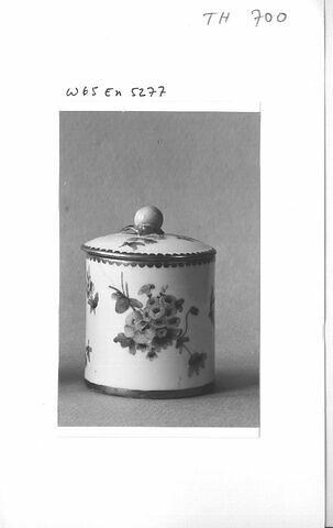 Pot à pommade en porcelaine, d'une paire