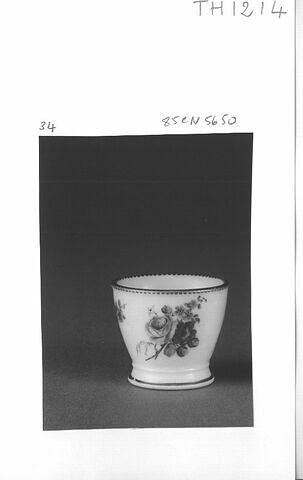 Coquetier, d'un ensemble de neuf (TH 1211 à 1219)