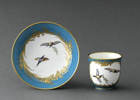Gobelet calabre et soucoupe, d'une paire (TH 1257)