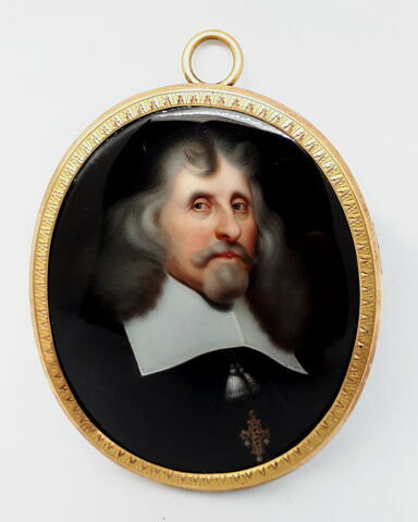 Médaillon ovale avec miniature : personnage à collerette blanche