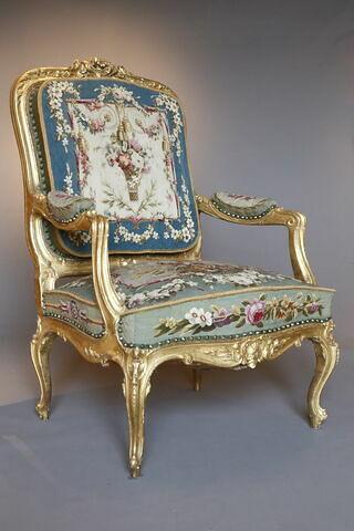 Fauteuil du salon d'audience du duc de Nemours aux Tuileries, d'une paire (F 574 C2)