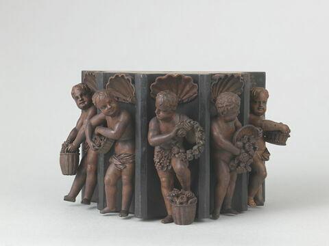 Section de demi-colonne cannelée, en bois