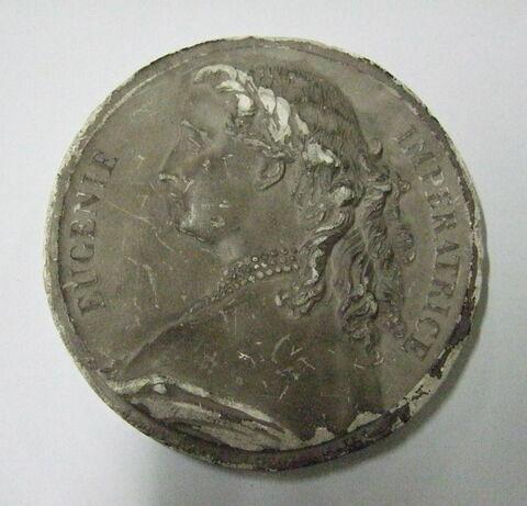 Surmoulage en plâtre d'une médaille L'Impératrice Eugénie