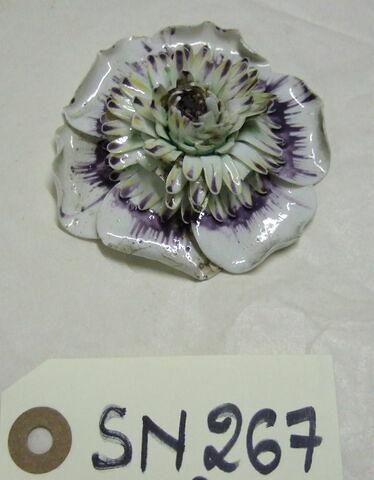 Fleur en porcelaine Vincennes ou Sèvres ?