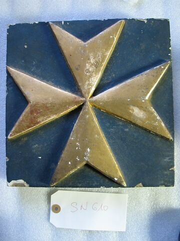 Carreau carré : Croix de Malte