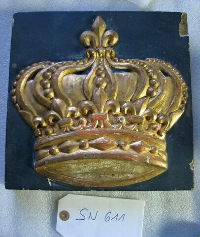 Carreau carré : Couronne royale fleurdelysée