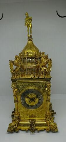 Horloge de table en forme de tour carrée