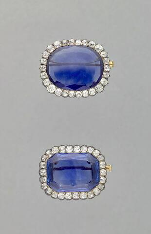 Petite broche de la parure de la reine Marie-Amélie et de la Reine Hortense.