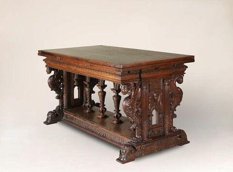 Table à éventail à décor de chimères