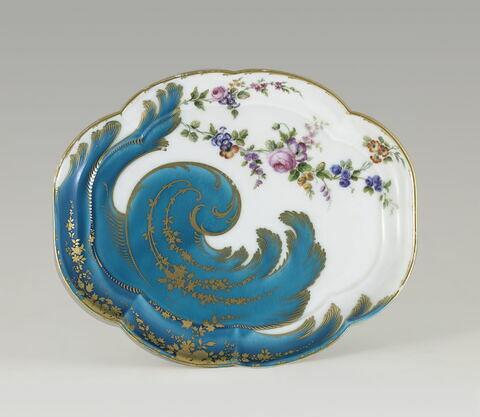 Plat Hébert à volute bleu céleste et branche fleurie