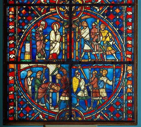 Vitrail, médaillon inférieur : scènes de l'histoire de saint Nicaise avec saint Nicaise et sainte Eutropie se dirigeant vers la cathédrale de Reims, arrivée des Vandales, martyre de saint Nicaise
