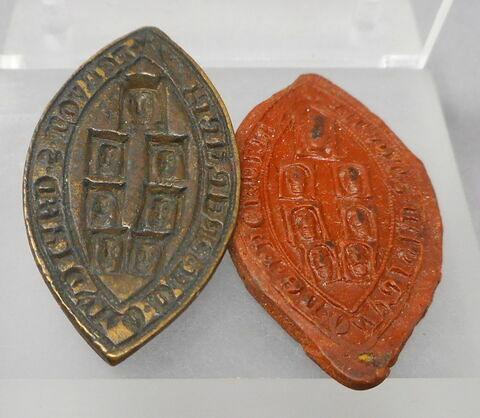 Matrice de sceau en navette avec son épreuve de cire rouge : Chapitre de Presles.