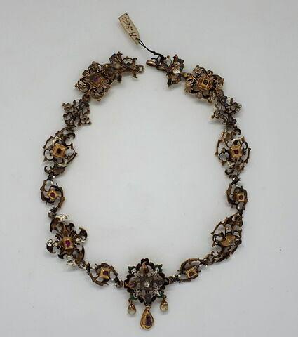 Collier en filigrane d'or émaillé avec rubis