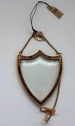 Médaillon en cristal de roche, en forme d'écu