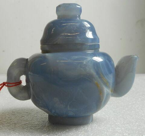 Petite théière en agate bleu pâle veinée, avec couvercle