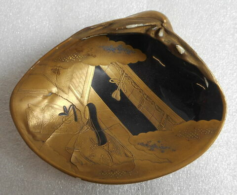 Coquille en ivoire laqué d'or (pendant du R 428)