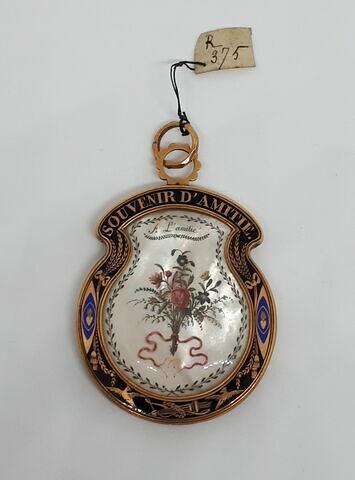 Médaillon pendentif en nacre et or émaillé noir et bleu