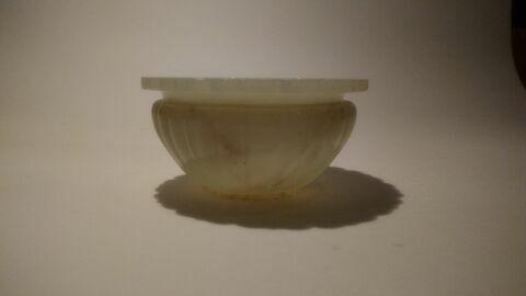 Vase en jade (d'une paire avec R 1368), à bords dentelés