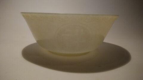 Bol de forme ovale en jade, sur pied bas