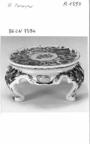 Trépied d'une série de quatre (R 1387 à 1890)