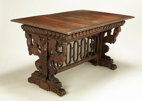 Table à éventail à décor de sphinges