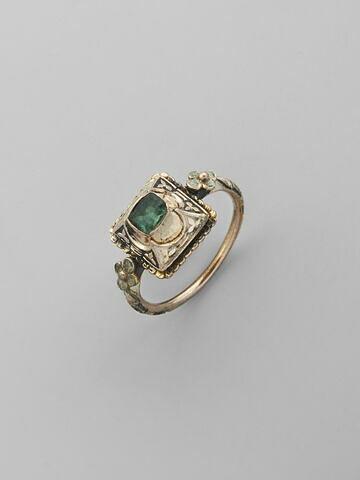 Bague en or émaillé avec pierre verte (émeraude ?)