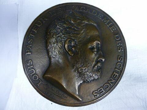 Médaille : L. Pasteur.