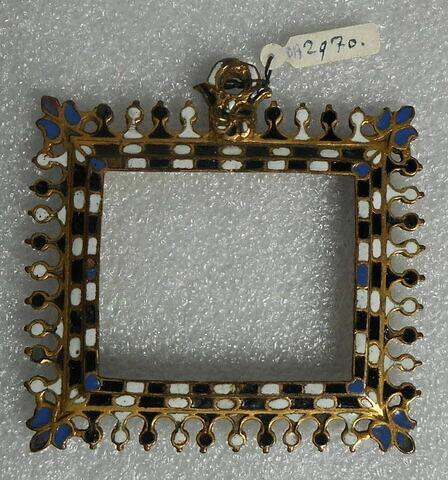 Médaillon en cuivre champlevé doré et émaillé