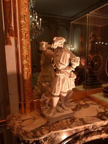 Statuette : Condé debout.