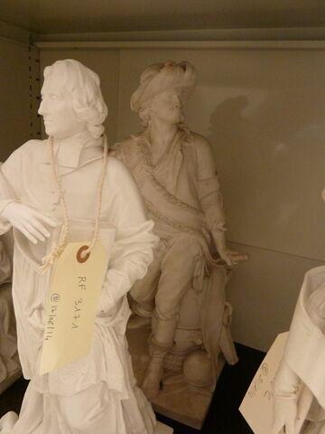 Statuette : Duquesne debout.