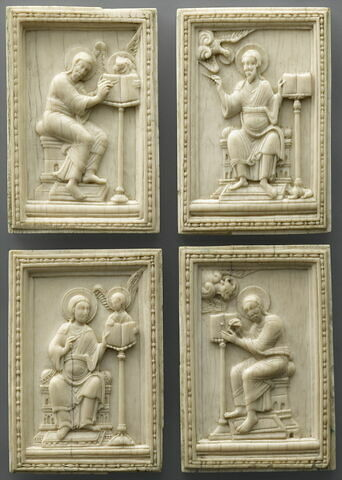 Quatre plaques : les quatre évangélistes et leurs symboles.