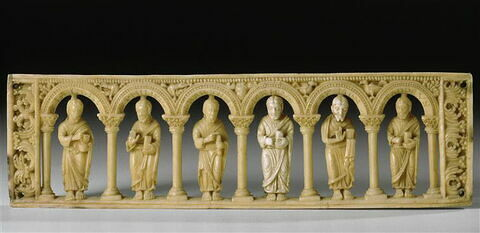 Plaque provenant d'un autel portatif : les saints Pierre, Paul, André, Jacques, Jean et Thomas.