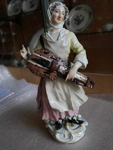 Statuette : joueuse de vielle, d'une paire (TH 564).