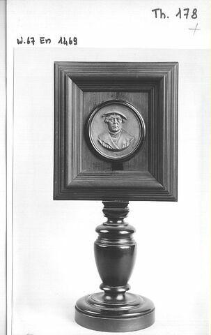 Médaillon encadré : buste d'homme