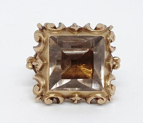 Bague en argent doré enchâssant un cristal de roche