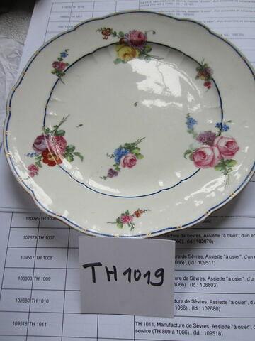 """Assiette """"à osier""""   de la Manufacture royale de porcelaine de Sèvres, 1774"""