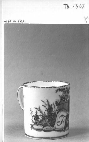 Tasse de porcelaine (sans soucoupe).