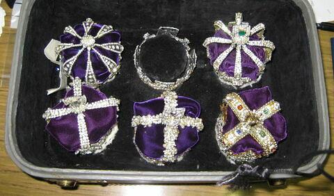 Six copies des Couronnes d'Angleterre
