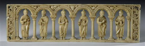 Plaque provenant d'un autel portatif : les saints Jacques, Philippe, Barthélémy, Matthieu, Simon et Taddée.