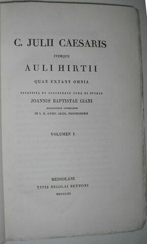 Ouvrage en latin : Julius Cesar en trois volumes ayant appartenu au duc de Reichstadt